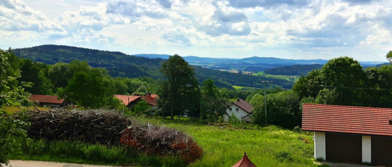 haus-florian-herzogau-pension-ausblick-bayerischer-wald-landschaft-panorama-1500